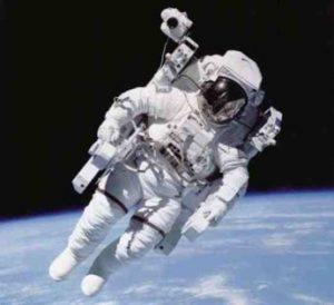 Astronautedansl'espace2